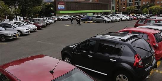 Sobretasa de garajes sería máximo de 2 pasajes de transporte público