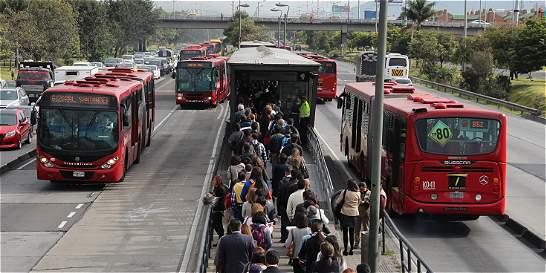 Críticas a prórrogas de contratos con operadores de TransMilenio