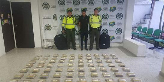 Incautan 40 kilos de marihuana en un bus público, en Cundinamarca