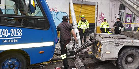 Atraco a bus del SITP provoca accidente de tránsito