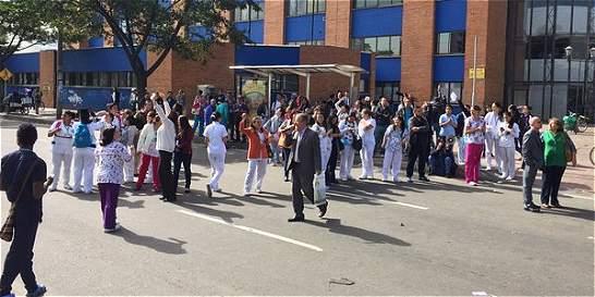 Contratistas del hospital de Kennedy protestan en la Primero de Mayo