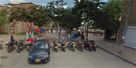Investigan causa de lesiones de joven de la Distrital durante protesta