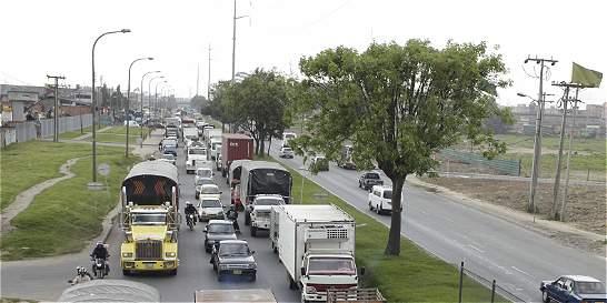 Menos huecos en la calle 13 alivian movilidad en la salida de Bogotá