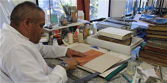 La quijotesca labor de un restaurador de libros
