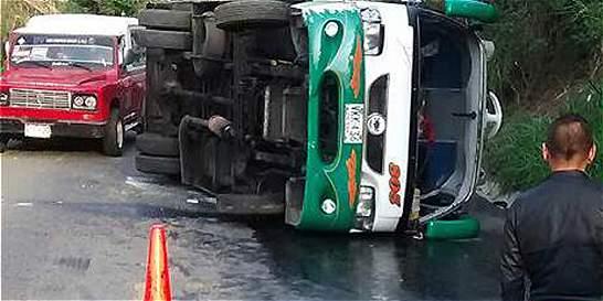 Quince heridos en accidente de tránsito en la vía Bogotá - La Vega