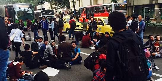 Estudiantes de la Distrital protestaron en la carrera Séptima con 40