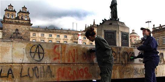 'Limpiar la plaza de Bolívar no es como limpiar un andén': Distrito