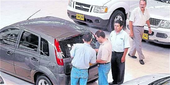 Congreso pide devolver carros a los que aún no les hacen traspaso