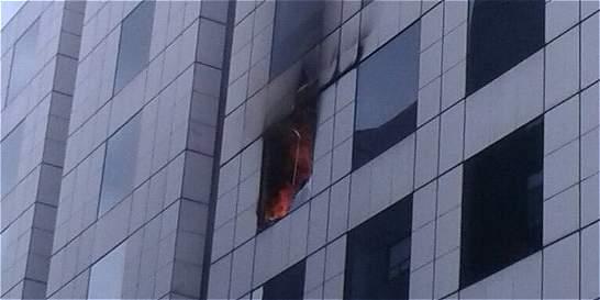 Bomberos apagan incendio en la sede de la Embajada de Venezuela