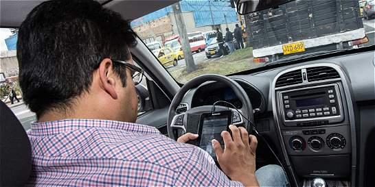 Bogotá es el mayor infractor por el uso del celular al conducir