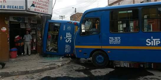Cada día, cinco vehículos del SITP se accidentan
