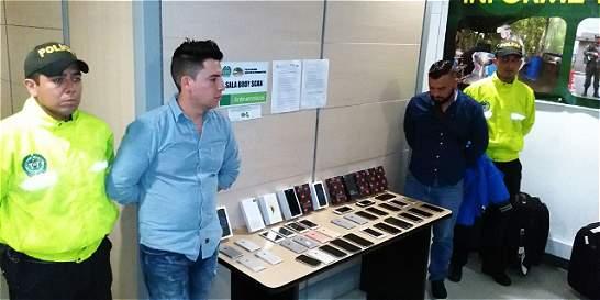 Investigan funcionarios de El Dorado tras celulares robados incautados