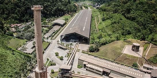 Así convierten en combustible llantas usadas y abandonadas en Bogotá