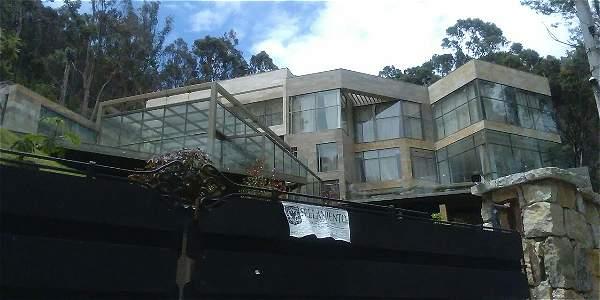 Mansiones selladas en los cerros orientales bogot for Casa mansion bogota