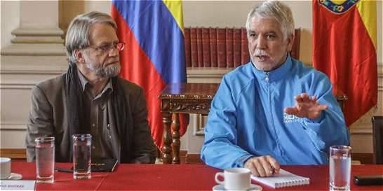 Mockus y Peñalosa lideran campaña contra trancones en intersecciones