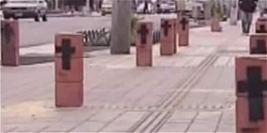 Nuevos bolardos en zona comercial del barrio Carvajal
