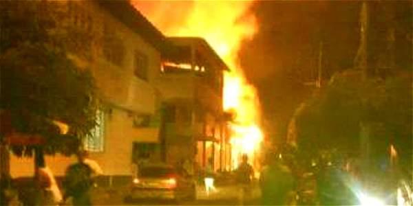 Las autoridades realizan un censo de los daños que dejaron las llamas.