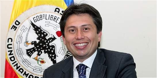 Denuncian al alcalde de Mosquera por presunta falsificación de diploma