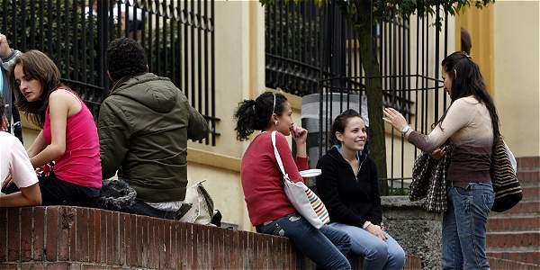 Los estudiantes de Bogotá tienen problemas para conseguir trabajo y así pagar sus carreras universitarias; también, en el momento de definir qué quieren estudiar.