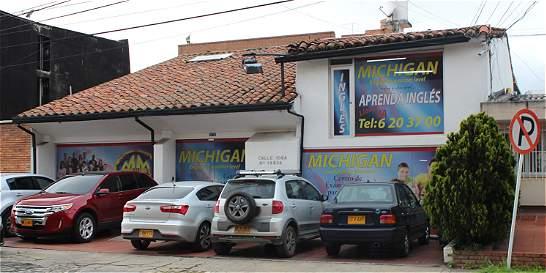 Editorial simula ser una escuela de inglés en Usaquén