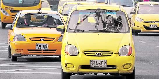 Analizan eliminar o modificar el pico y placa para taxis en Bogotá