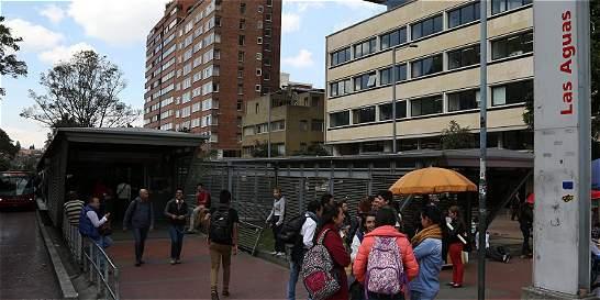 Asesinan hincha de Santa Fe en estación de TransMilenio