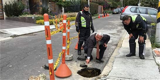 Cráter en Santa Ana preocupa a los vecinos