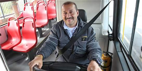 El conductor que completa 555 mil kilómetros en un bus de TransMilenio