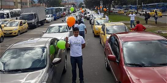 Empleados de 140 empresas de Bogotá compartieron sus carros por 5 días