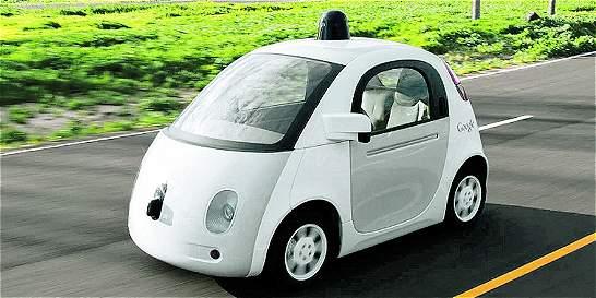 ¿Se montaría usted en un vehículo que avanza sin conductor al volante?