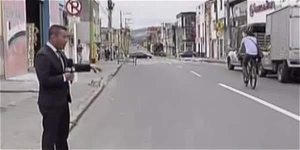 Video: vecinos golpean a dos ladrones y queman la moto en la que iban