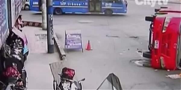 Video: aparatoso accidente entre dos buses en sur de Bogotá