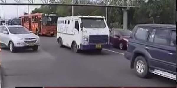 Distrito haría prueba piloto de un carril preferencial para buses escolares en la Autopista Norte