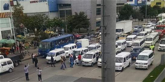 20 camionetas blancas bloquearon tramo de la Autonorte