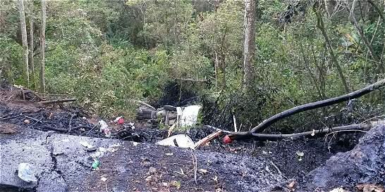 Investigan si derrame de crudo afectó quebrada San Juan