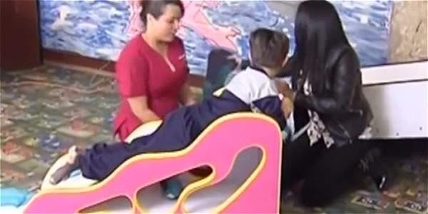 Bogotana patentó silla para niños con parálisis cerebral