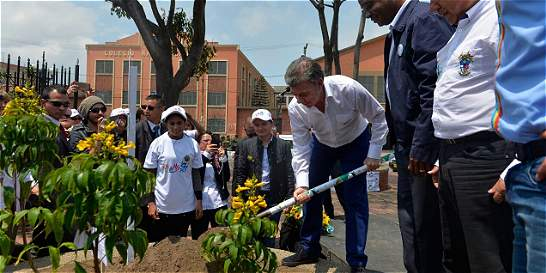 Árbol de la paz fue sembrado en Soacha por el presidente Santos