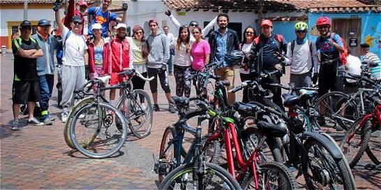 Rodada de ciclistas para conmemorar la vida
