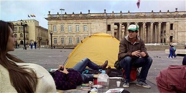 Hacen campamento por la paz en la Plaza de Bolívar