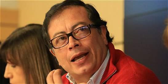 Exalcalde de Bogotá Gustavo Petro defiende recompra de acciones de EEB