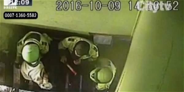 En video, policías habrían golpeado a clientes de un bar en Ciudad Bolívar