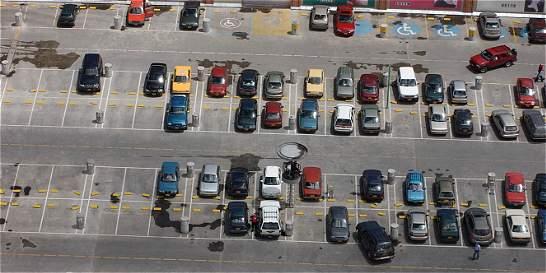 Peñalosa busca eliminar la obligación de construir parqueaderos