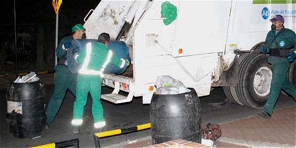 Operarios de aseo hallan los restos de un cuerpo humano en bolsas de basuras