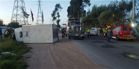 Tráfico colapsado en la variante Cota-Chía por accidente
