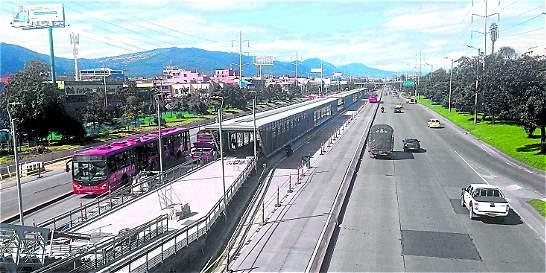 Inauguran tres vagones en la estación Toberín de TransMilenio