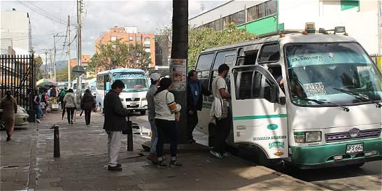 El caos de las flotas en la calle 72 de Bogotá