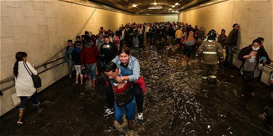 Fuertes lluvias inundaron la estación de TransMilenio Ricaurte