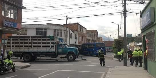 Una mujer muerta y ocho heridos deja accidente de bus del SITP
