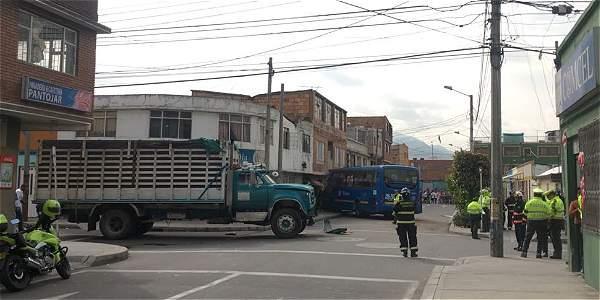 Una mujer muerta y ocho heridos deja accidente de un bus del SITP