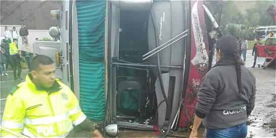 Accidente en vía Bogotá-Tunja deja tres muertos y 17 heridos
